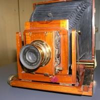Details | Damit die Kameras der Senioren wieder fit sind - Glasplatten selbst beschichten