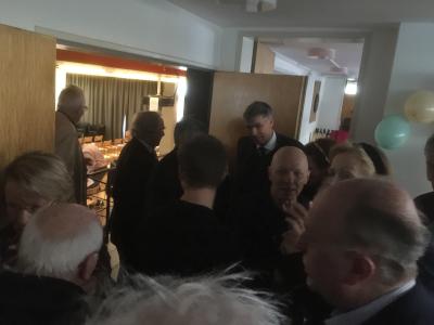 Details | Gedränge am Einlass zum Saal - Schollheim wird 60